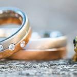 Ringbild mit einem Frosch Hochzeit in der Schlosskirche Friedrichshafen